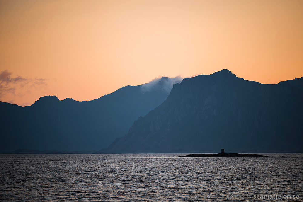 sunset henningsvaer lofoten norway
