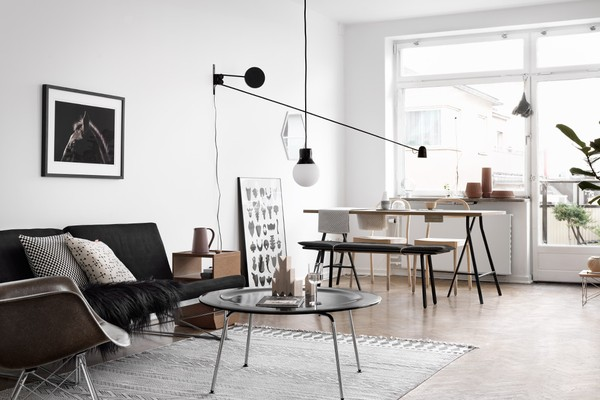 perfectly styled black and white apartment, graphic interior, fastighetsbyrån, tina hellberg via http://www.scandinavianlovesong.com/