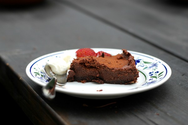 Chocolate Cashew Cake, no bake  //Baka Sockerfritt