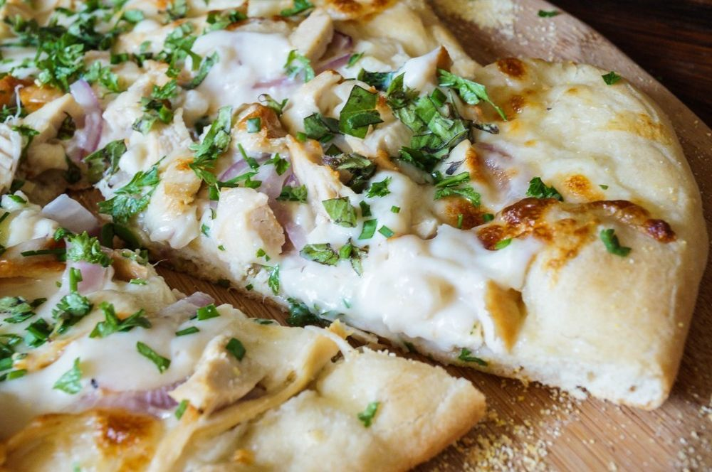 white-pizza-with-chicken-and-herbs-tarasmulticulturaltable
