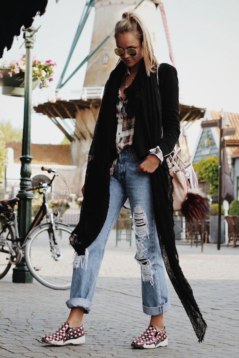 Nina-Suess-Fashionblogger-in-the-city-Holland-Style-Anny-Nails-pinko-shoes-glitter-sneaker-levis-jeans5011-2