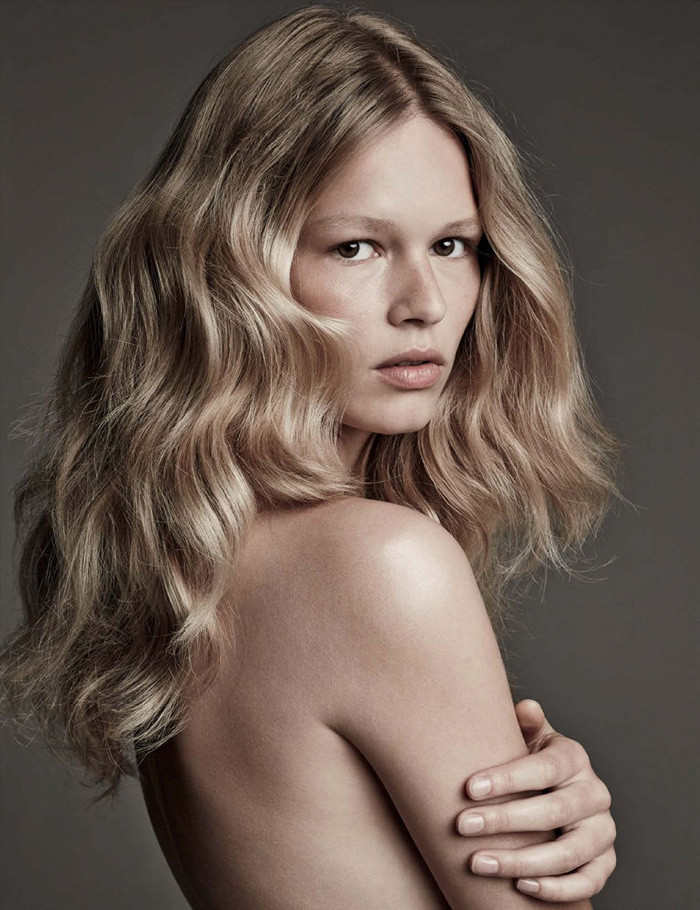 anna-ewers-patrick-demarchelier-vogue-march-2