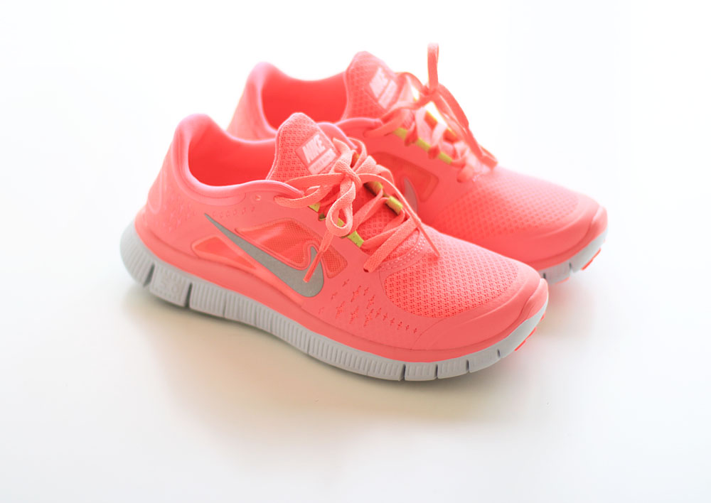 quality design a5b31 644ce coral nike free run
