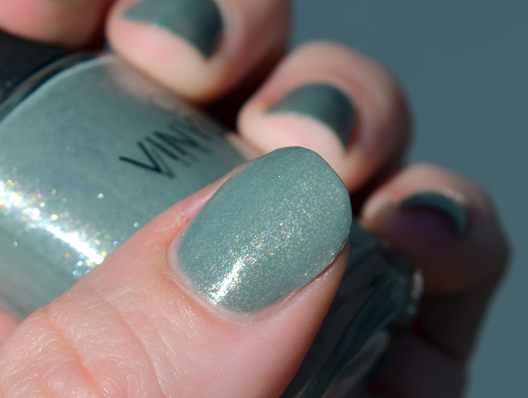 cnd vinylux wild moss2.png
