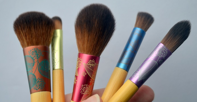 ecotools-fresh-flawless-complexion-set-brushes4.png