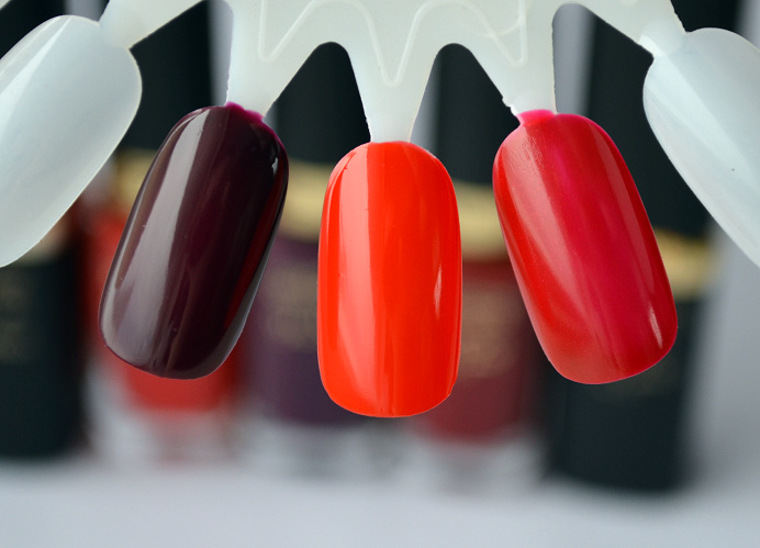 loreal collection exclusive doutzen jlo blake lively nailpolish swatches.png
