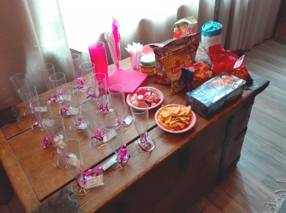 bachelorette ideas - snacks, champagne and getting cosy / skumpa, snacks och mysig samvaro