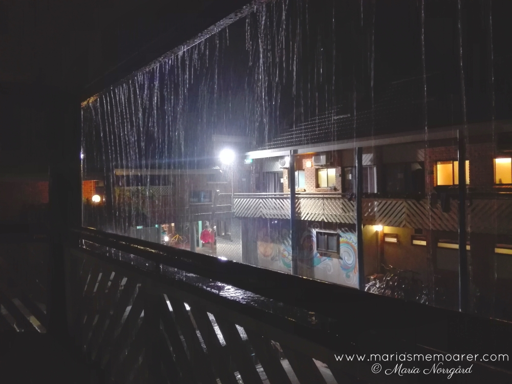 Aquarius Backpackers Resort, rainy night in Byron Bay