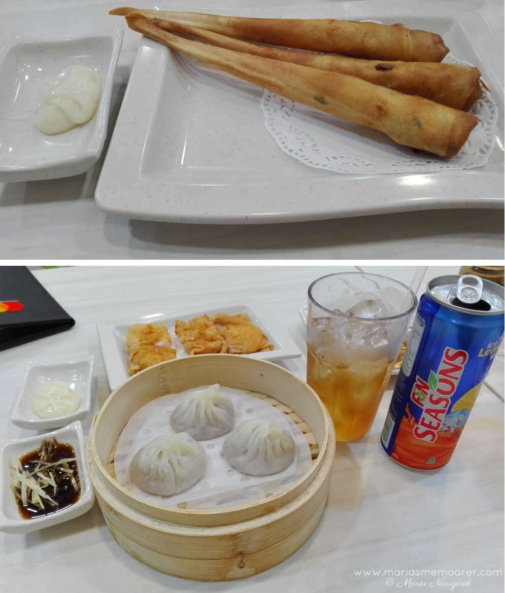 Food in Singapore, chinese cuisine in Little India: dumplings and fried prawn / mat i Singapore, kinesiskt