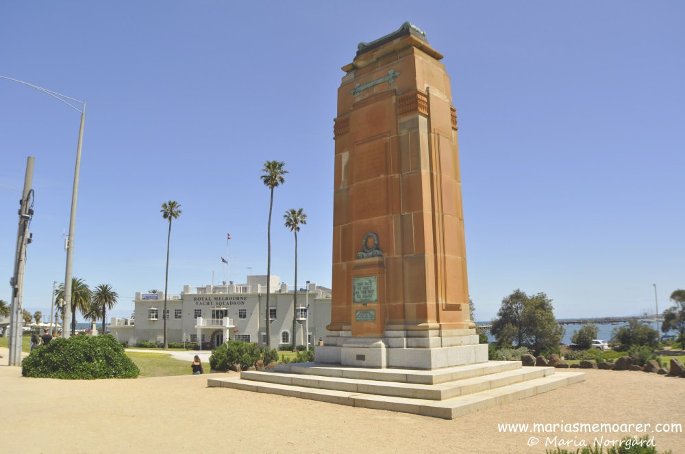 Royal Melbourne Yacht Squadron and war monument in St Kilda