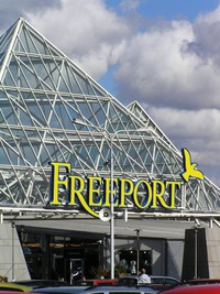 Entrén till shoppingparadiset Freeport