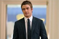 Robert Buckley som hunken Kirby