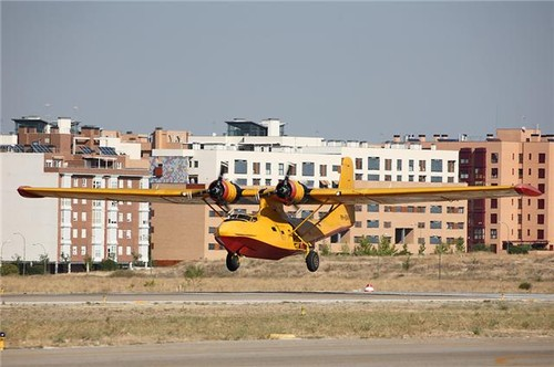 VH-EAX Landing at Cuatro Vientos, Allphotos of EAX curtesy of Roberto Yañez