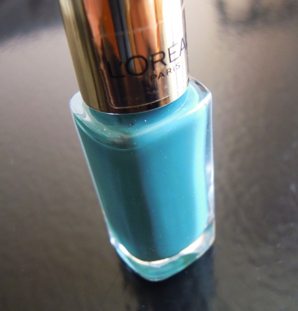 Glossybox mars, l'oréal paris color riche le vernis 613 blue reef
