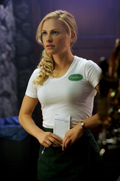 Sookie Stackhouse i True blood i sin arbets uniform.