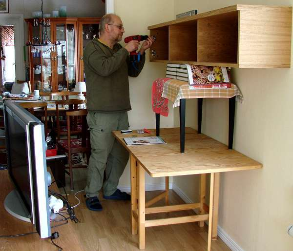 How to fasten a heavy shelf on the wall