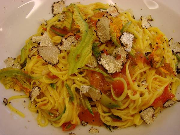 Pasta with genuine white truffle