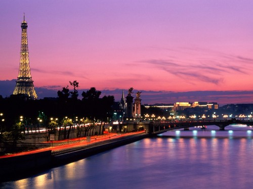 http://www.destinationdesktops.com/data/media/15/Dusk_Before_Dawn_Paris_France.jpg